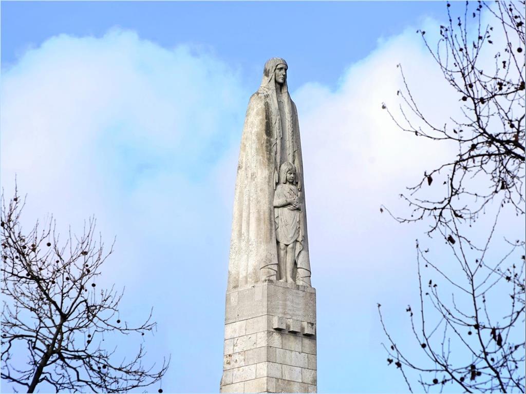La statue de Sainte-Geneviève du pont de la Tournelle – Association Marais-Louvre